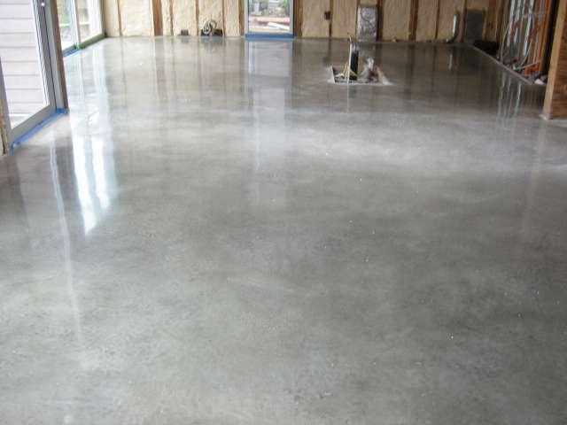 Наливной пол или бетон мастика резинобитумная 3,8л/3,2кг. битумаст